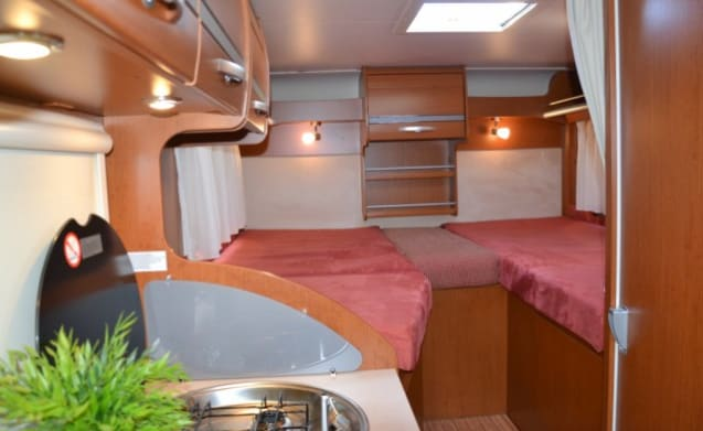 Camper with single beds, contains 3 berths / BSB3
