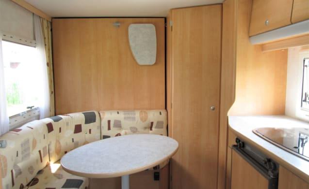 De Chausson – Beautiful 2 person compact Chausson camper