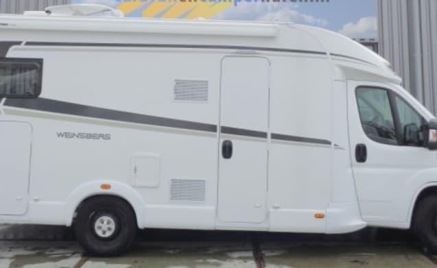 Luxe camper met 4 slaapplaatsen / PF4