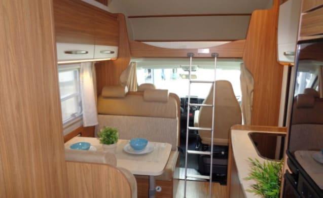 Luxe camper met compacte indeling voor 6 personen / PF6