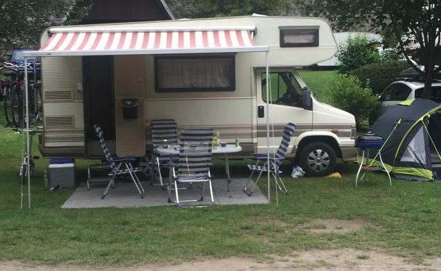 Nice camper for 4 people that fits in a parking space + electric scooter