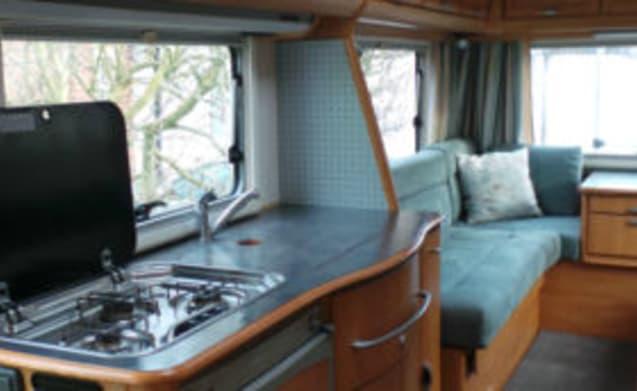 2003 HYMER B634 4 BERTH REAR LOUNGE MOTORHOME FOR RENT