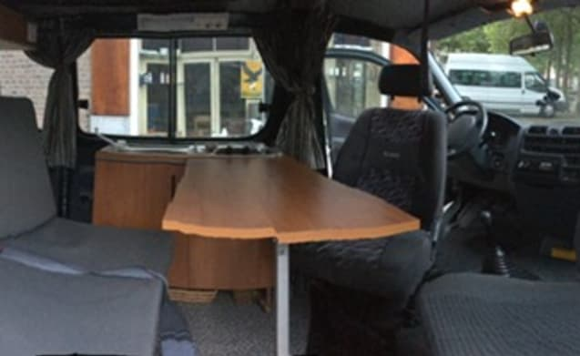 Compact bus with 2 sleeping places, ready for adventure!