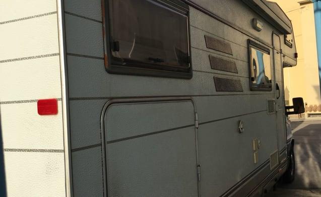 6-seater motorhome camper