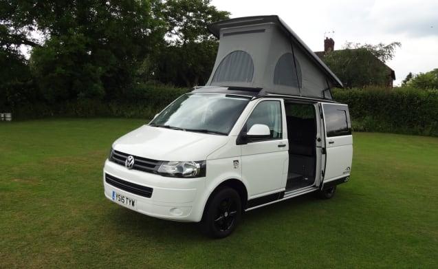 Casper – Professionally converted VW T5 on the Derbyshire/Nottinghamshire Border