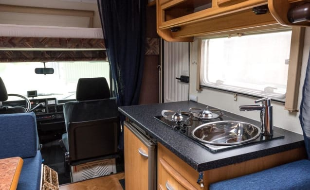 Fiat Ducato LMC – Very neat 5 person camper ready for vacation!