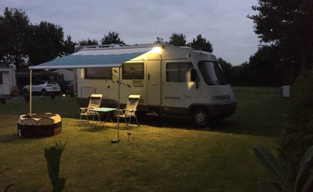 determined available: Compact, well maintained 4 p. Hymer motorhome with towbar.