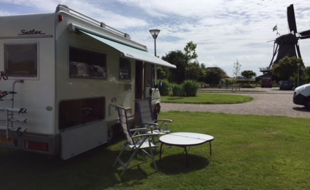 Menage Witmarsum Camper – Spacious, luxurious 4 person camper, strong fuel-efficient engine, ready for use.