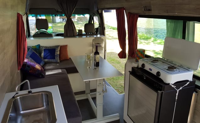 Happy Sprinter! – Nette eenvoudige Mercedes Sprinter bus voor happy campers (2 pers.)
