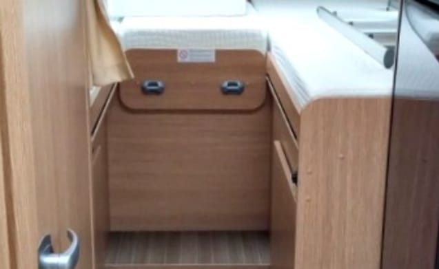 Spacious luxury family camper Sunlight T67 of 2017 with large beds