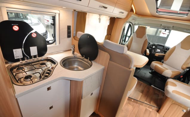Compact enkele bedden (31) – Spacious, luxurious and almost new double camper with single beds