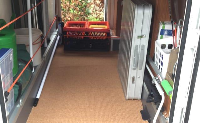 ADRIA met 2 ENKELE BEDDEN en GROTE GARAGE (660 cm)