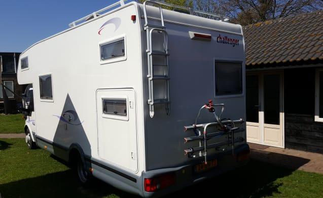 Spacious 7 person alcove family camper
