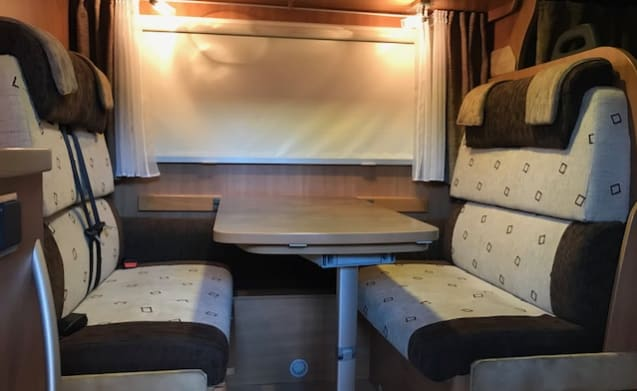 Flash 13 – Family camper for rent from Arnhem-Duiven Gelderland
