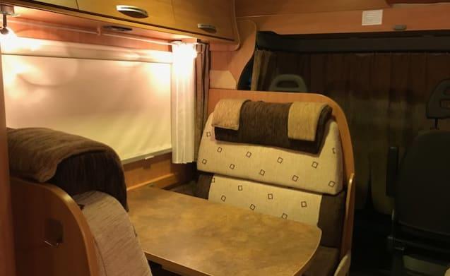 Flash 13 – Family camper for rent from Arnhem-Duiven Gelderland