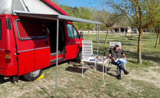 Rode Nugget – Compact and complete: 4-person Ford Transit bus