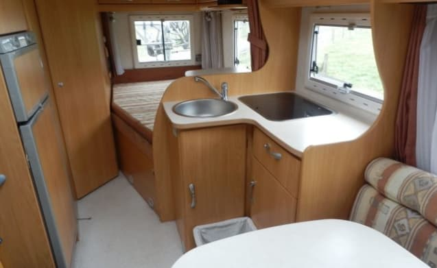 """Welcome 74 – Nice 2-person Chausson """"freedom and comfort on wheels"""" for B driving license"""