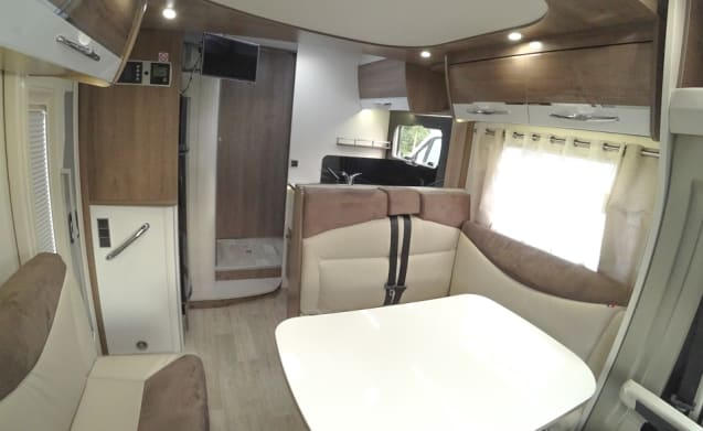Luxury Bavaria type T7465GJ with towbar and 4 sleeping places