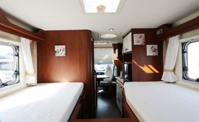 Spacious camper for 4 people (pet welcome)