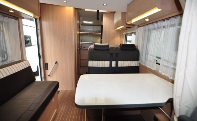 Comfort enkele bedden (14) – Spacious, luxurious and young 4-person camper with single beds and fold-out bed