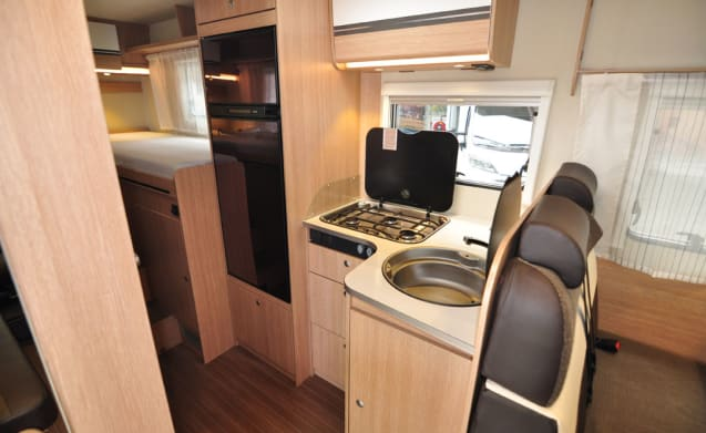 Comfort enkele bedden (19) – Spacious, luxurious and almost new 4-person camper with single beds and fold-out bed