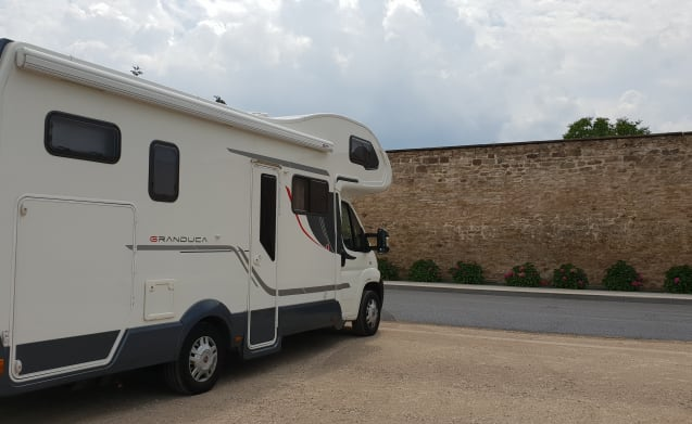 Very nice and complete luxury mobile home for rent to travel flexibly.
