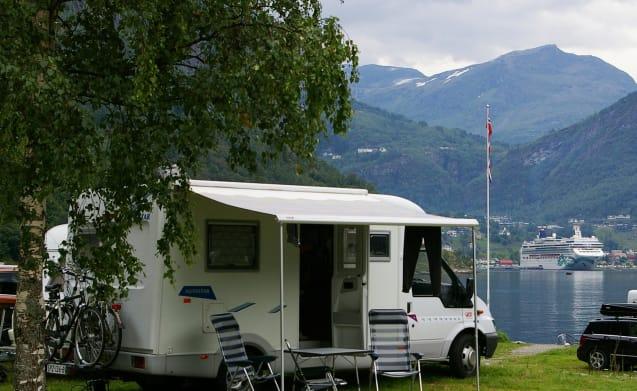 """Star"" – Nice compact semi-integral camper"
