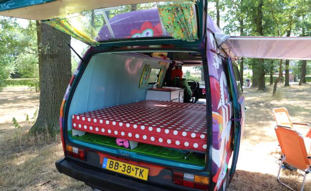 Hippiebusje Fay – Colorato (dentro e fuori) hippie van VW T3 Fay