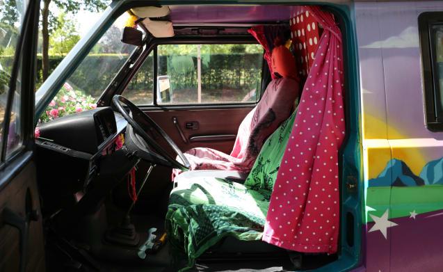 Hippiebusje Fay – Colorful (inside & outside) hippie van VW T3 Fay