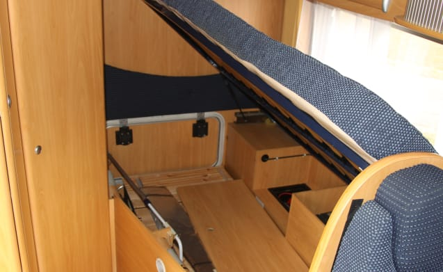 Flash 02 – Compact motorhome of 560 length with air conditioning Flash 02