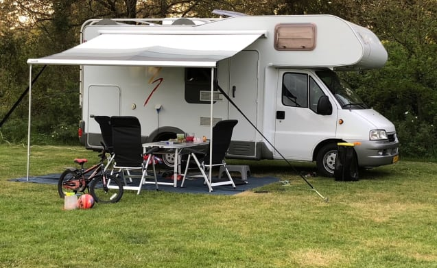Knaus Traveller – Fully equipped Knaus family camper.