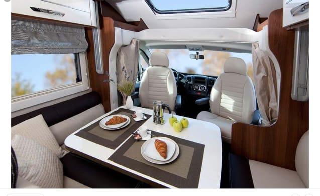 McLouis Sovereign 78 – Camper 5 persone molto lussuoso e moderno, pieno di vero comfort