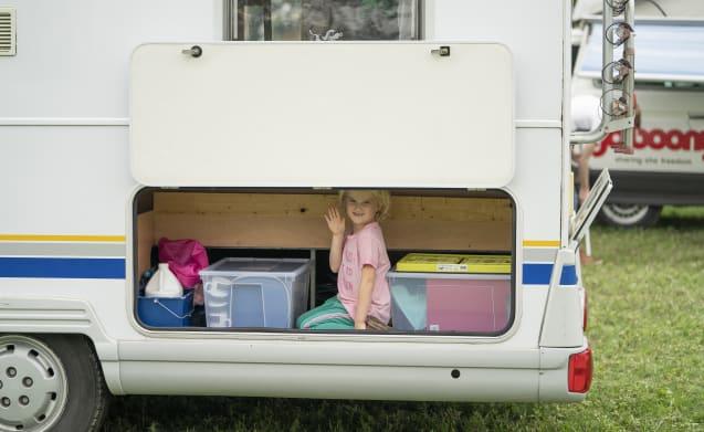 Robust Bürstner Family camper, suitable for 4-7 people!