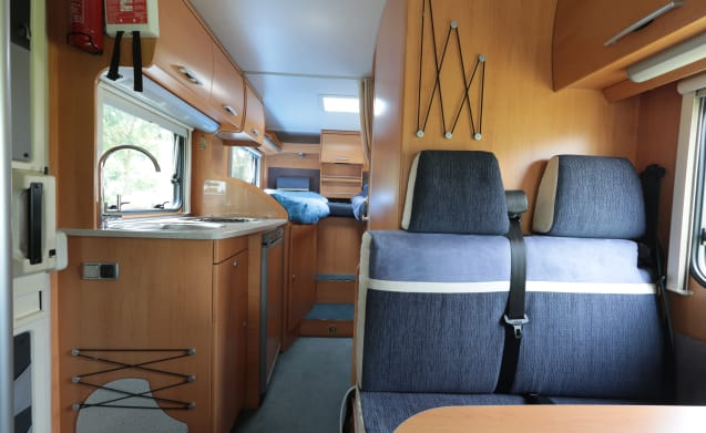 Compact camper with twin beds