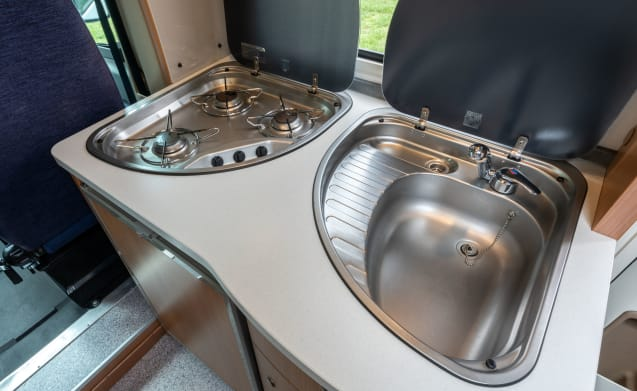 Sunny Boy – Enjoy our beautiful motorhome with large French Bed during your vacation!