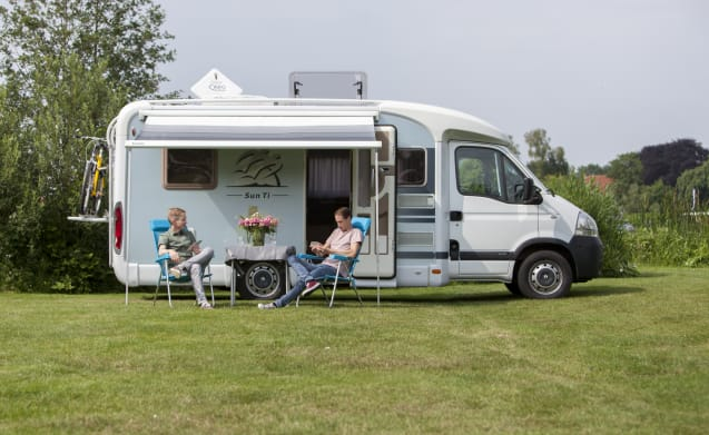 Enjoy Our Beautiful Motorhome With Large French Bed During Your Vacation