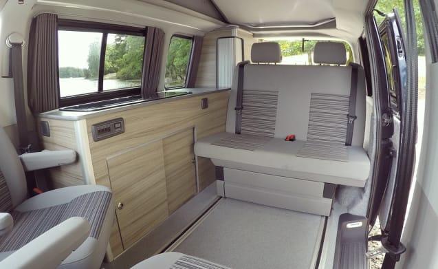 VW Campervan nel distretto dei laghi