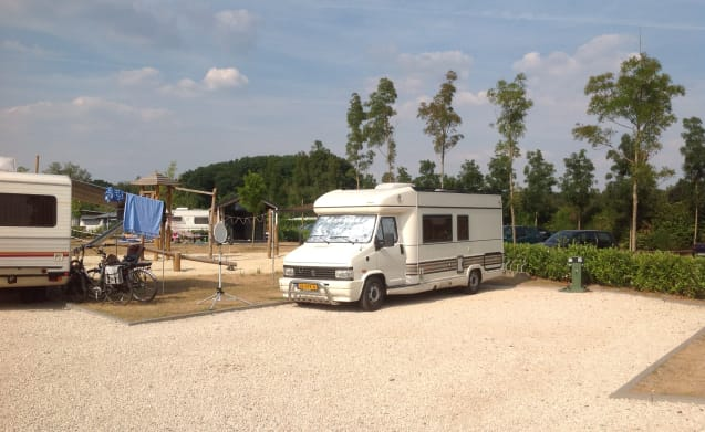 IDEAL camper to 4pers. also possible with large awning.