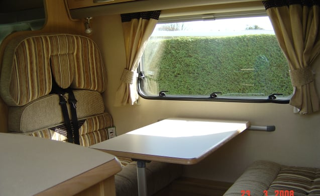 Family size 6 berth motorhome - ideal for couples or families