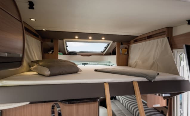 Luxurious camper for the bike: Automatic Sat-TV-roof airco-Fietslift ....