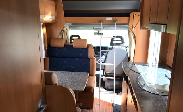 Complete & Compact 6-person camper (Luxury)