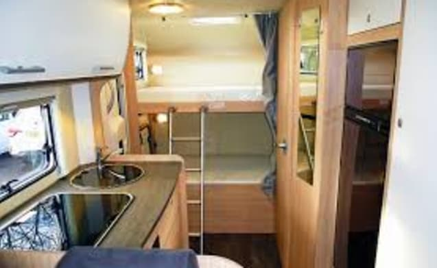 New very spacious 5 pers. Alcove / bunk bed, TV / DVD,