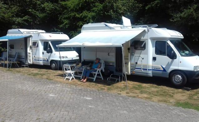 Rent a camper at van Duuren! Dogs allowed (2003)