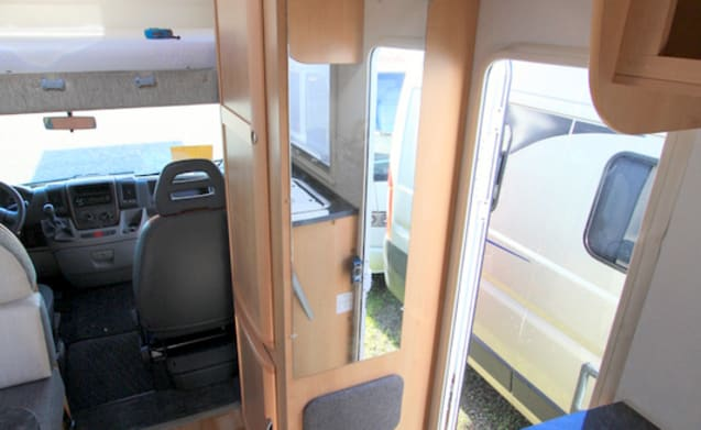 Happy Family Camper Louis – MC Louis Fiat Ducato Hapy Family Camper Bunk