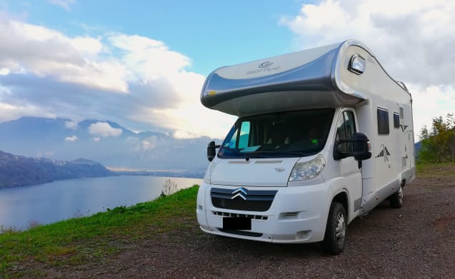 super-equipped motorhome rental