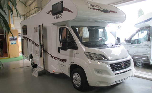 De Alkoof – Supercamper with 5 fixed beds!