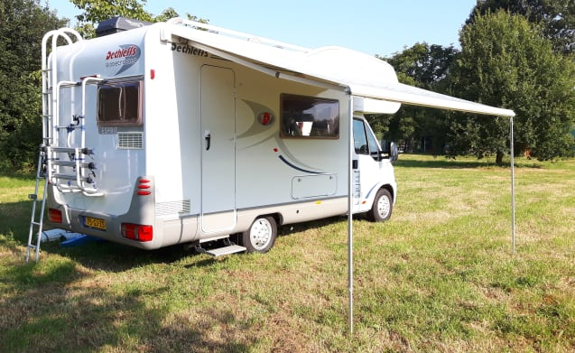 """Bloem"" – Camper ""Flower"" 4 pers. - fully equipped - Achterhoek"