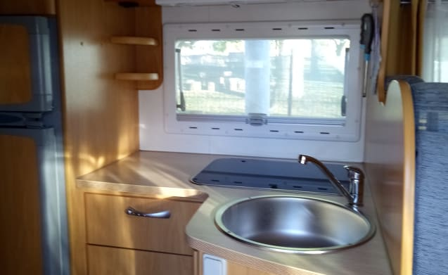Luca – Camper Chausson Welcome 28