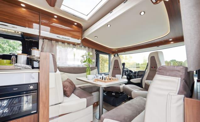 Pilote 4 ,5 TON  rijbewijs c – Luxury integral motorhome!