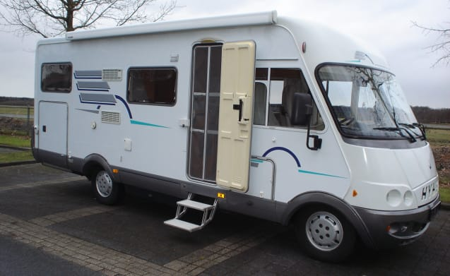 Geweldige Hymer B644 camper met gezellige L-zit, airco en grote garage